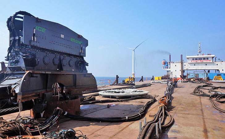 海上风力发电场建设的大型工具