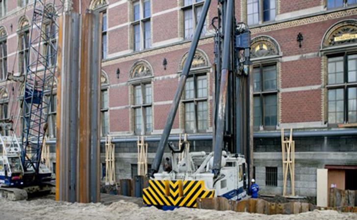 一下直压2.4米宽的钢板桩挡土墙