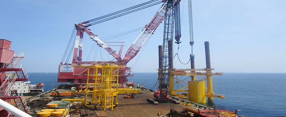 新一代海上打桩振动锤带来倒立、水下操作和垂直度等优点