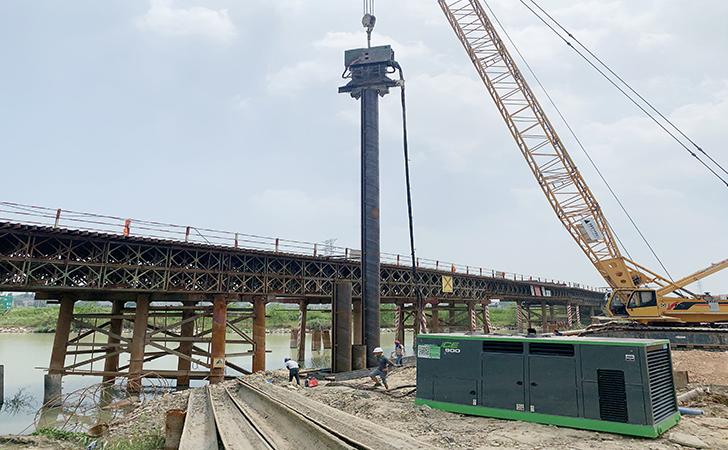 在硬层土中用920mm PC钢管桩做高铁承台围堰