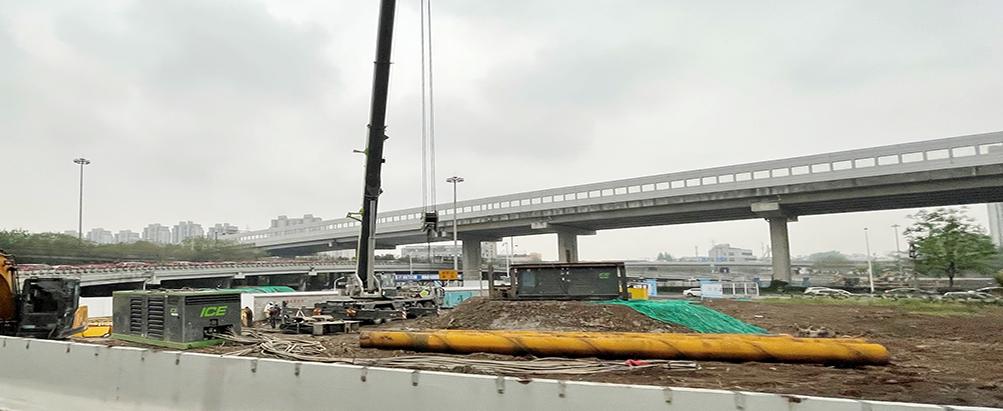 在立交桥边安插立交桥用钢管桩基础