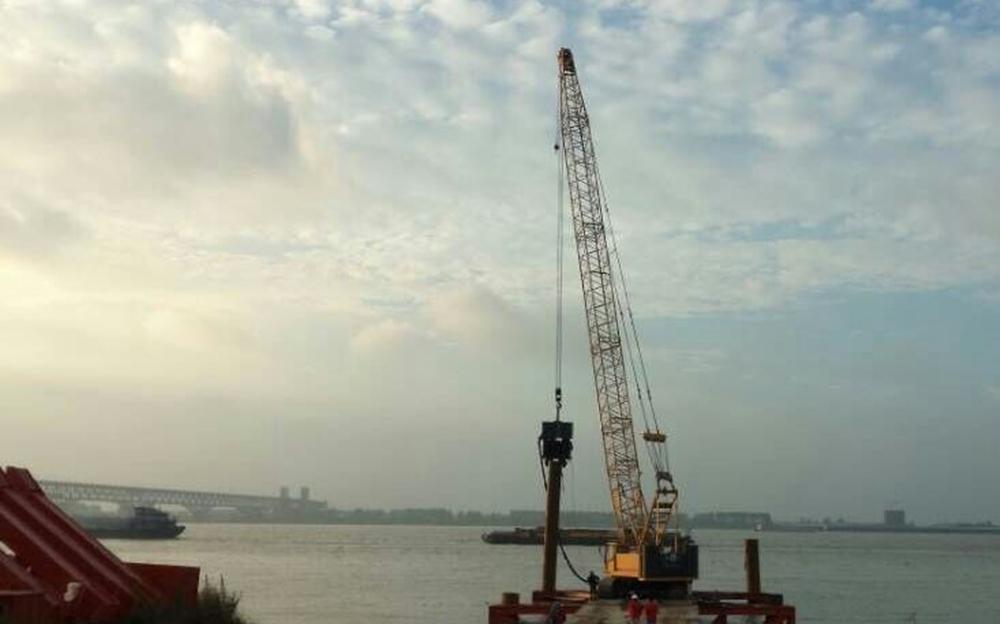 ICE 815C液压振动锤 在月东油田人工岛D岛隔水导管施工工程