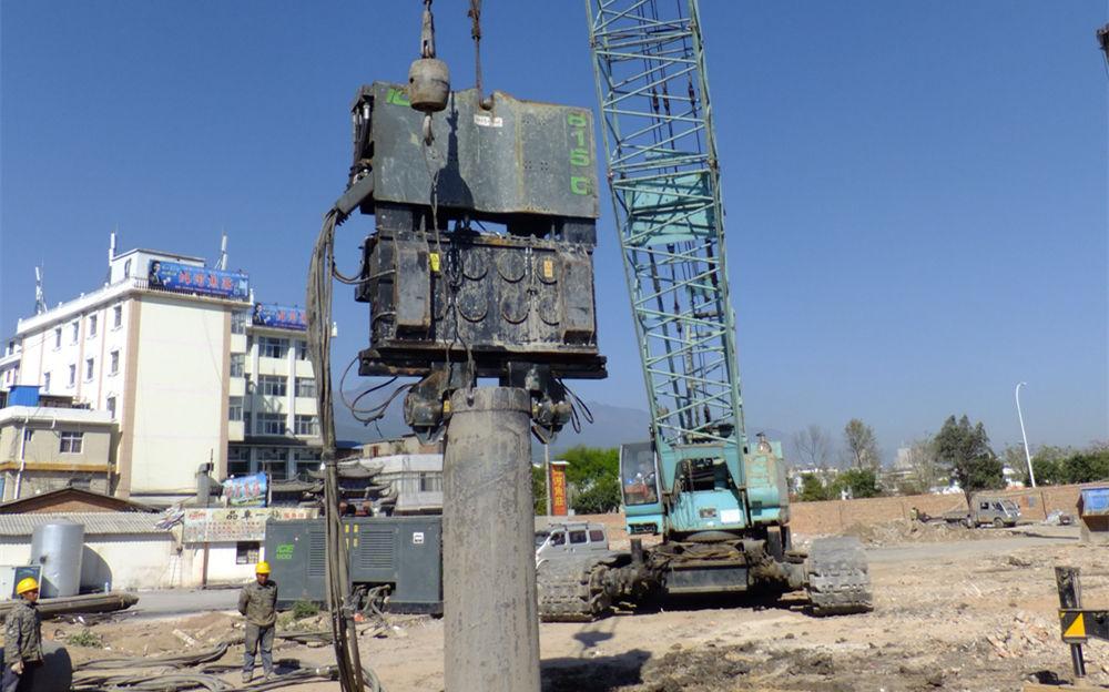 沉拔旋挖钻机长护筒的利器 液压振动锤云南行