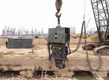 ICE1412C振动锤从容应对深圳蛇口码头深入地下20年的热轧钢板桩