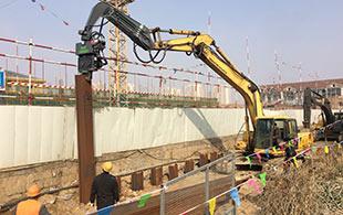 ICE328B协同拉森桩解决狭窄区域施工挑战!