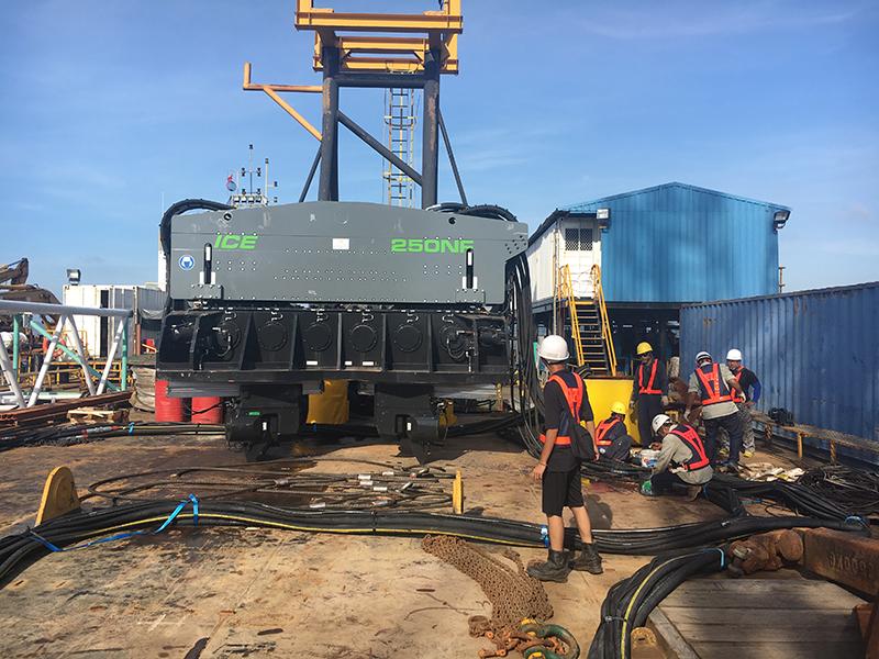 ICE, 250NF振动锤,大直径栈桥钢管桩,金门大桥工程,液压振动锤栈桥